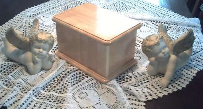 Holz liegend • 2,5l - 75,00 € (inkl. MwSt.) Auch in dunkel lackiert oder natur.
