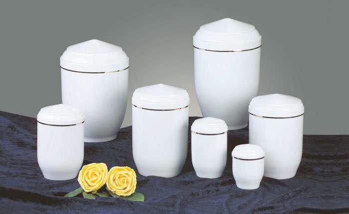 Kupfer weiß • 0,5l - 60,00 €, 1,0l - 70,00 €, 2,0l - 80,00 €, 3,0l - 90,00 € (inkl. MwSt.) Kupferurne weiß (Hochglanz) mit Goldband.