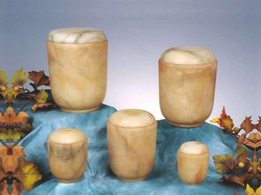 Urnen aus Stein